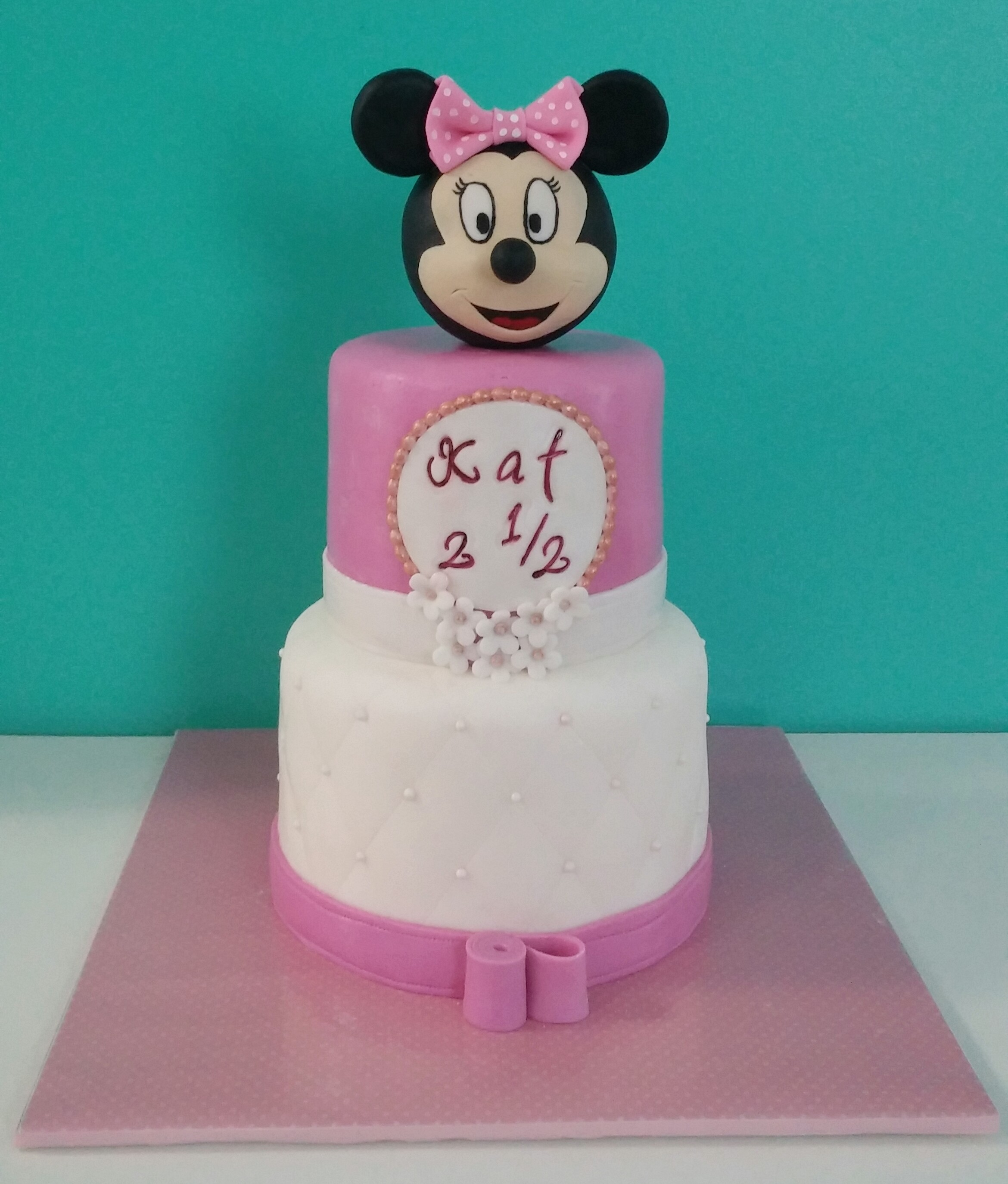 Minnie Mouse Birthday Cake And Cakepops Cherry With A Cake On Top